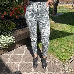 Express high rise skinny abstract denim size 00